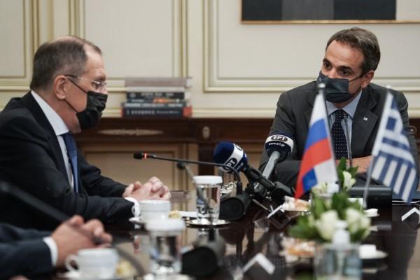 Ο Κυριάκος Μητσοτάκης με τον Σεργκέι Λαβρόφ στο Μαξίμου