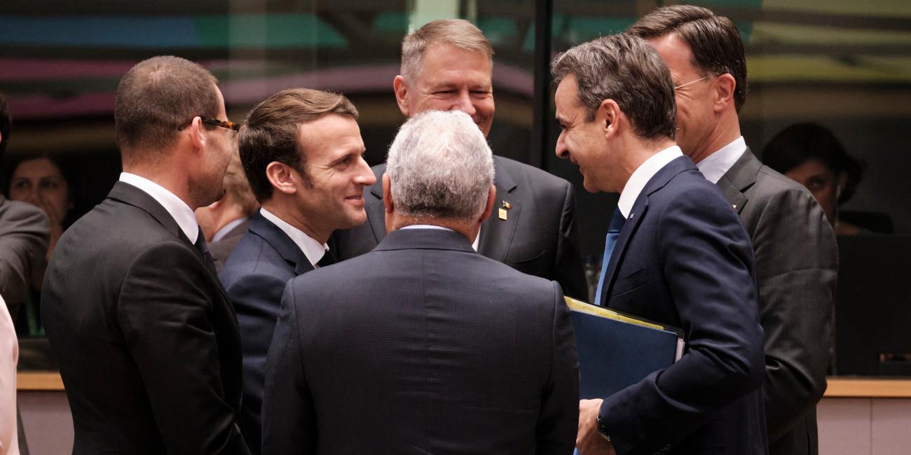 Ο Κυριάκος Μητσοτάκης με τον Εμανουέλ Μακρόν και άλλους ηγέτες