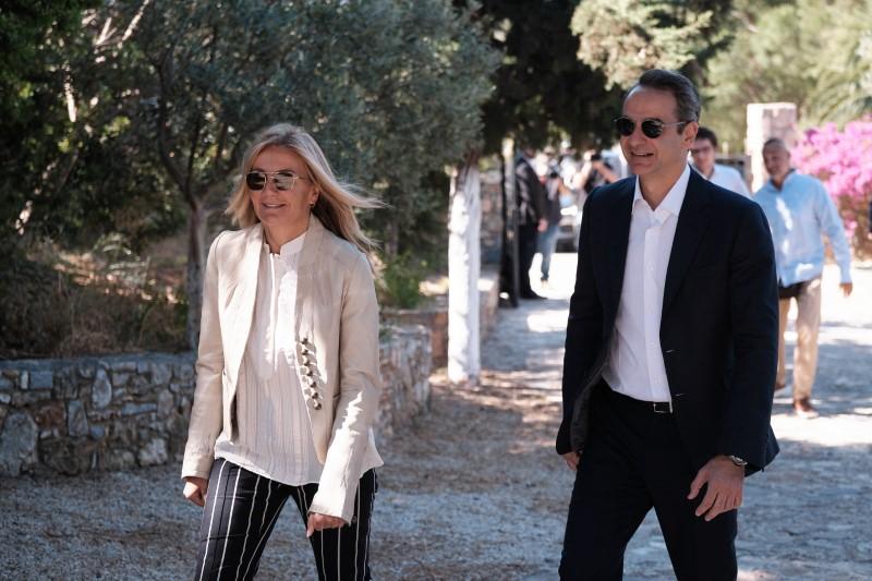 Η άφιξη του Πρωθυπουργού και της Μαρέβας Μητσοτάκη