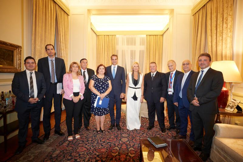 Κυριάκος και Μαρέβα Μητσοτάκη στην ελληνική πρεσβεία στο Κάιρο