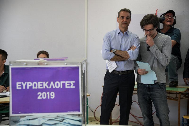 Κυριάκος Μητσοτάκης και Κωνσταντίνος Μητσοτάκης στην κάλπη εκλογές 2019