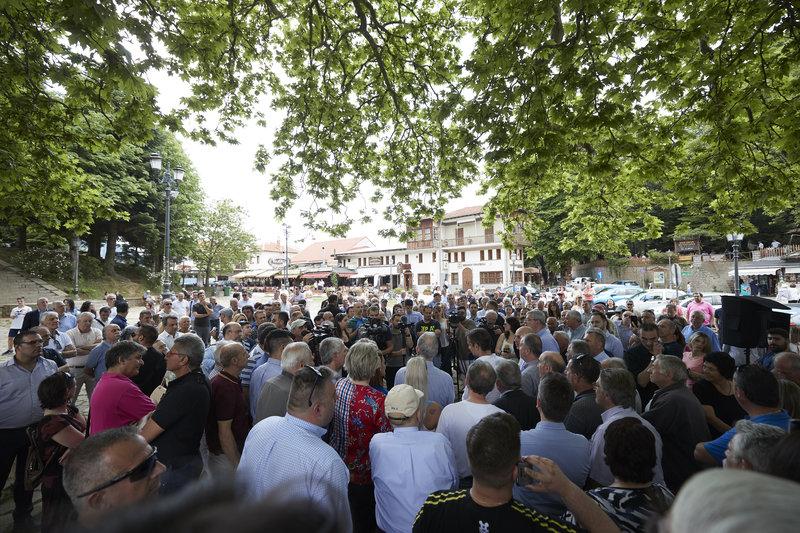 Πλήθος κόσμου στην ομιλία Μητσοτάκη στην πλατεία του Μετσόβου