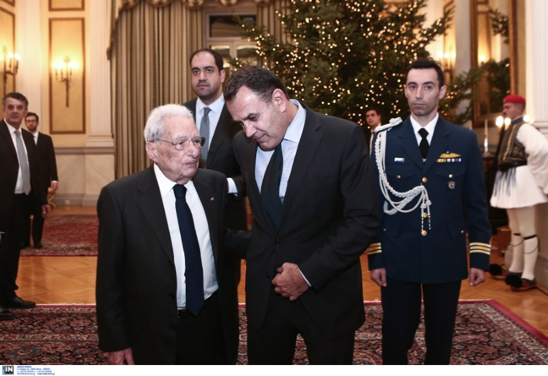 Ο  υπ. Αμυνας Νίκος Παναγιωτόπουλος με τον Πέτρο Μολυβιάτη -
