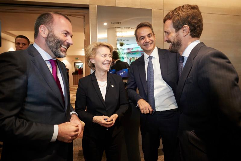 Ο Πρωθυπουργός με ευρωπαίους ηγέτες στο ΕΛΚ