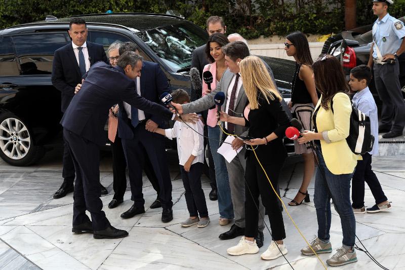Ο Κυριάκος Μητσοτάκης με τους δημοσιογράφους 17-7-2019