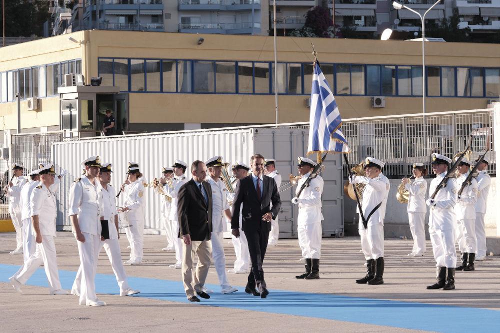 Ο Κυριάκος Μητσοτάκης μαζί με τον υπουργό Ναυτιλίας Γιάννη Πλακιωτάκη