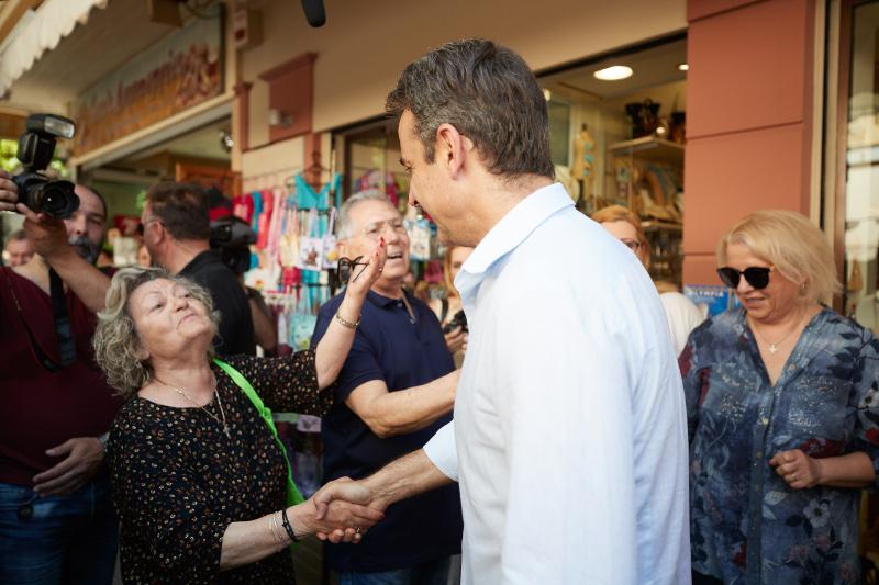 Ο Κυριάκος Μητσοτάκης συνομίλησε με πολίτες