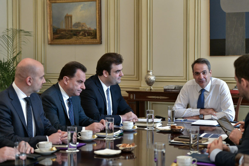 Ο πρωθυπουργός με την υπουργό Ψηφιακής Διακυβέρνησης, Κυριάκο Πιερρακάκη