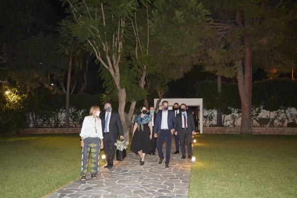 Ο Μάικ Πομπέο και η σύζυγός του Σούζαν κατέφθασαν στο σπίτι της οικογένειας Μητσοτάκη στα Χανιά