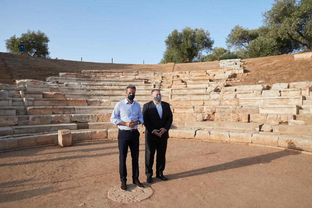 Πομπέο και Μητσοτάκης σε αρχαιολογικό χώρο