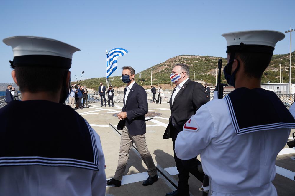 Πομπέο και Μητσοτάκης σε υποδοχή του Ναυτικού στην Σούδα