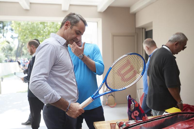 Την εθνική ομάδα τένις επισκέφθηκε ο πρωθυπουργός και παρακολούθησε και τον αγώνα του Τσιτσιπά