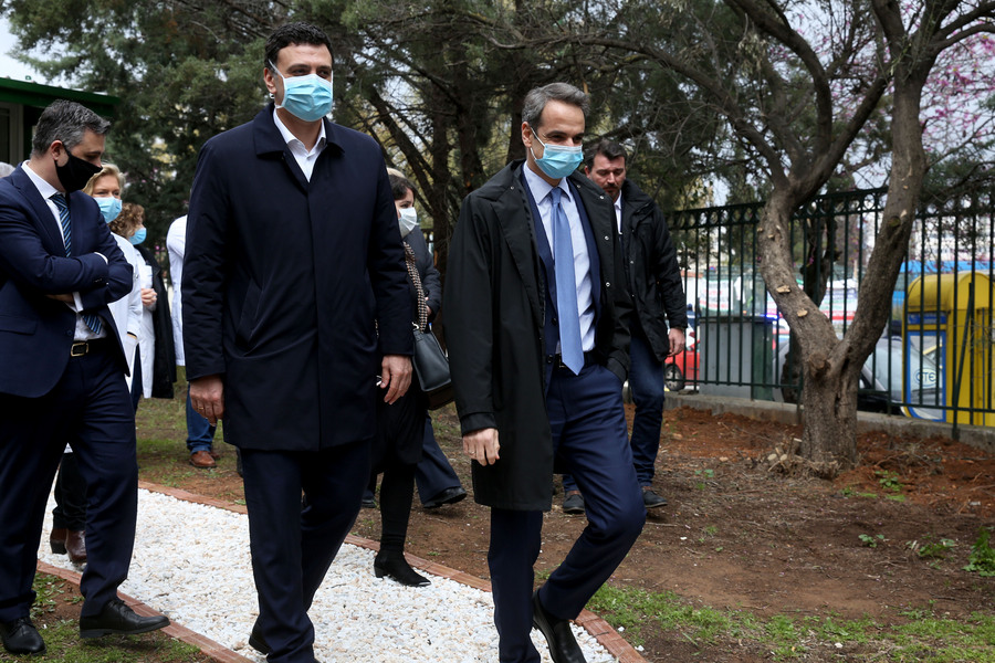 Η άφιξη του Κυριάκου Μητσοτάκη και του Βασίλη Κικίλια στο νοσοκομείο αναφοράς για τον κορωνοϊό, Σωτηρία