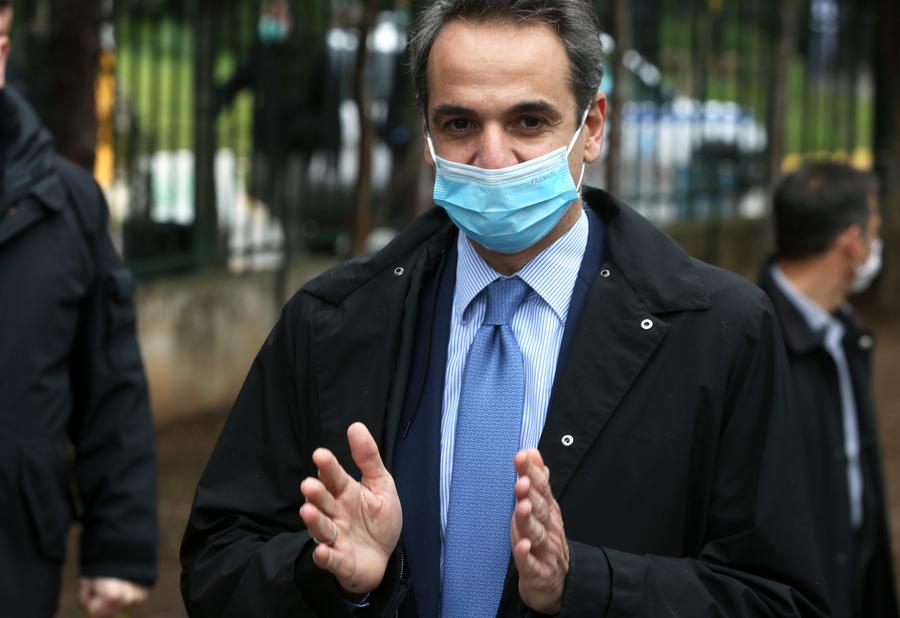 Ο πρωθυπουργός Κυριάκος Μητσοτάκης φορώντας μάσκα επισκέφθηκε το νοσοκομείο Σωτηρία