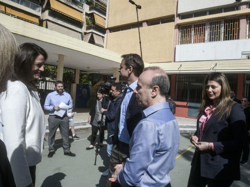 Ο πρωθυπουργός Κυριάκος Μητσοτάκης, η Νίκη Κεραμέως και η Σοφία Ζαχαράκη