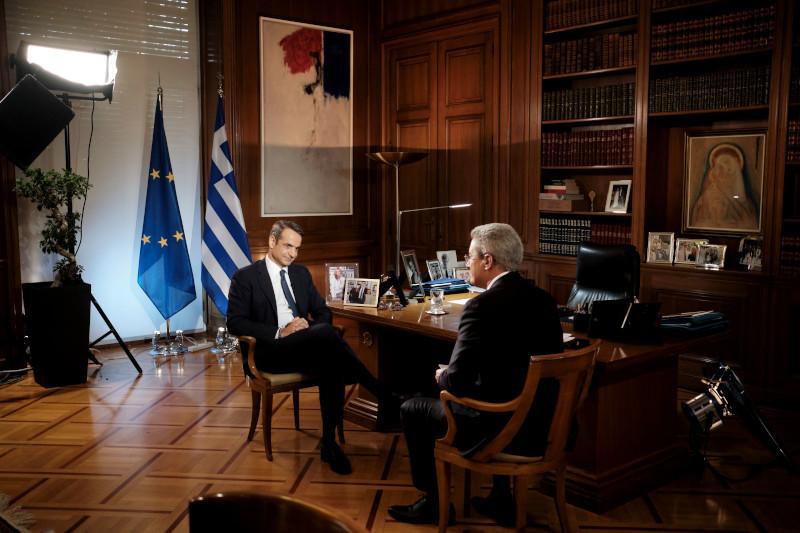 Κατά τη διάρκεια τη συνέντευξης που παραχώρησε ο πρωθυπουργός Κυριάκος Μητσοτάκης