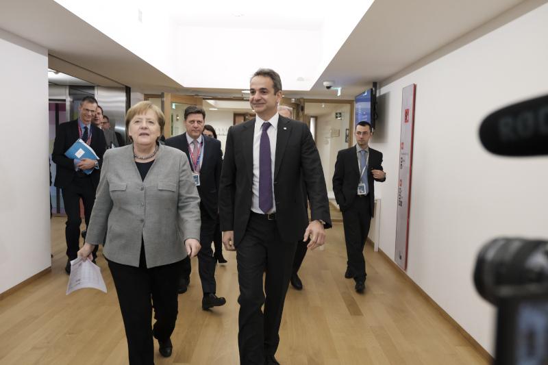 Ο Ελληνας πρωθυπουργός Κυριάκος Μητσοτάκης με την Ανγκελα Μέρκελ