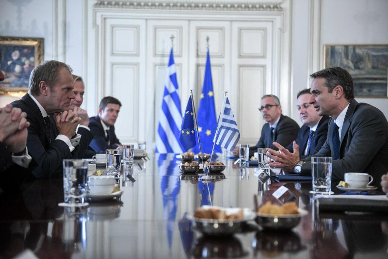 Μητσοτάκης και Τουσκ συζήτησαν για τα θέματα που θα απασχολήσουν το Ευρωπαϊκό Συμβούλιο / Φωτογραφία: EUROKINISSI