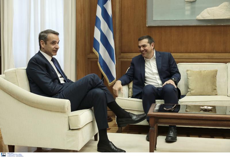 Χαλαρό στιγμιότυπο από την συνάντηση του πρωθυπουργού με τον Αλέξη Τσίπρα