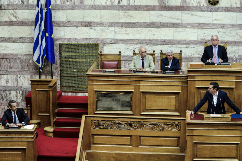 Κυριάκος Μητσοτάκης και Αλέξης Τσίπρας από την κόντρα τους το Σάββατο στη Βουλή