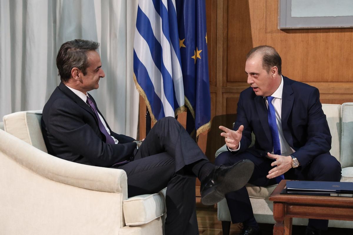Ο Κυρ. Μητσοτάκης με τον Κυρ. Βελόπουλο
