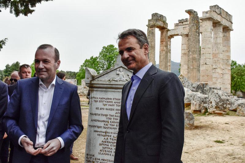 Ο πρόεδρος της ΝΔ με τον υποψήφιο του Ευρωπαϊκού Λαϊκού Κόμματος για την προεδρία της Κομισιόν