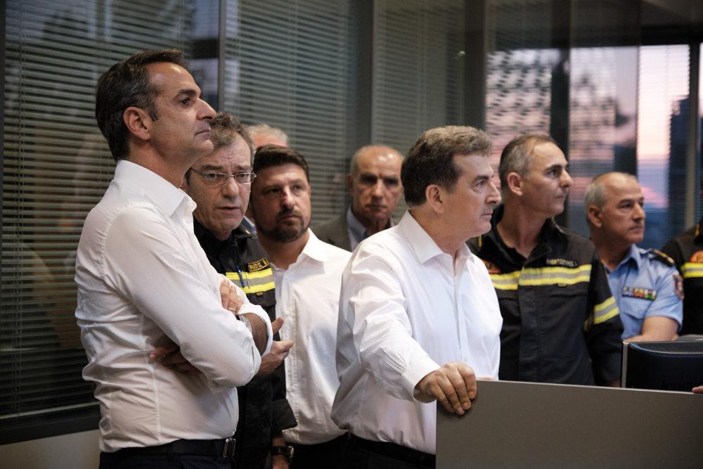 Πληροφορίες από το κέντρο επιχειρήσεων της Πυροσβεστικής πήρε ο Κυριάκος Μητσοτάκης