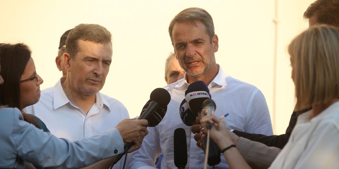 Ο Κυριάκος Μητσοτάκης και ο Μιχ. Χρυσοχοΐδης στο Κέντρο Επιχειρήσεων της πυροσβεστικής -