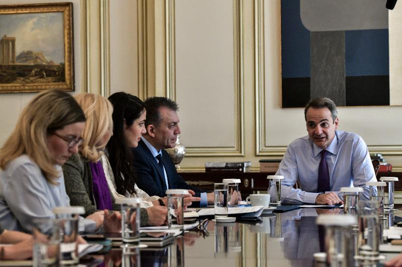 Συνάντηση της ηγεσίας του υπουργείου Εργασίας με τον πρωθυπουργό