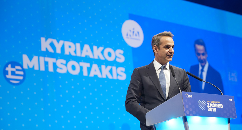 Ο Κυριάκος Μητσοτάκης στο βήμα του συνεδρίου του ΕΛΚ