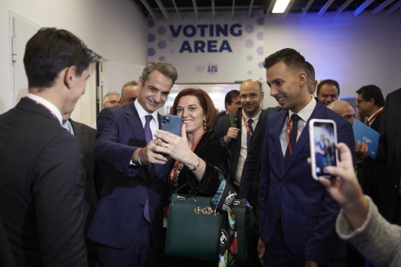 Πριν από την ομιλία του, ο πρωθυπουργός ψήφισε για τον νέο πρόεδρο του ΕΛΚ