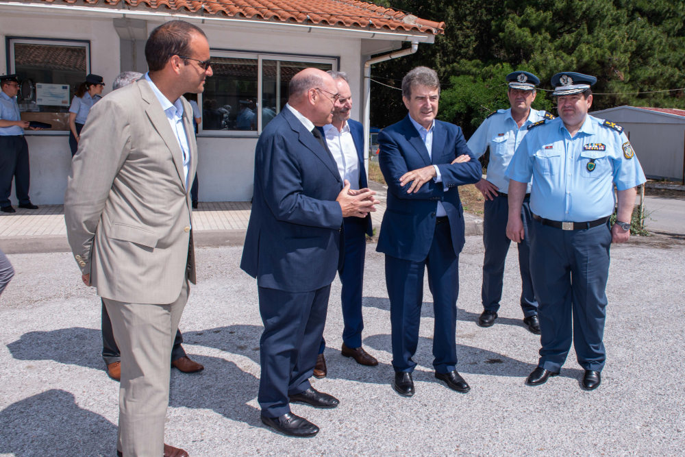 Ο Μιχάλης Χρυσοχοΐδης με τους επικεφαλής της Ομάδας ΔΙΑΣ