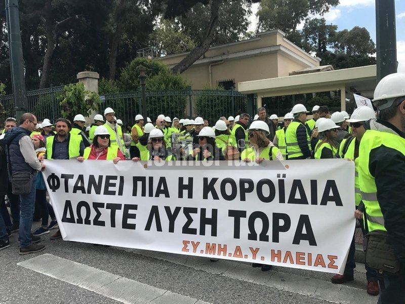 Παράσταση διαμαρτυρίας έξω από τη Βουλή πραγματοποιούν οι μηχανικοί με πανό