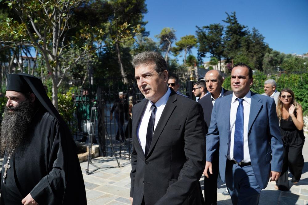 Το παρών στο μνημόσυνο έδωσε και ο υπουργός Προστασίας του Πολίτη, Μιχάλης Χρυσοχοϊδης
