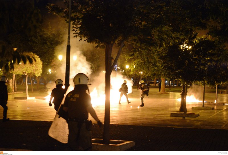Επεισόδια με μολότοφ στο κέντρο της Θεσσαλονίκης