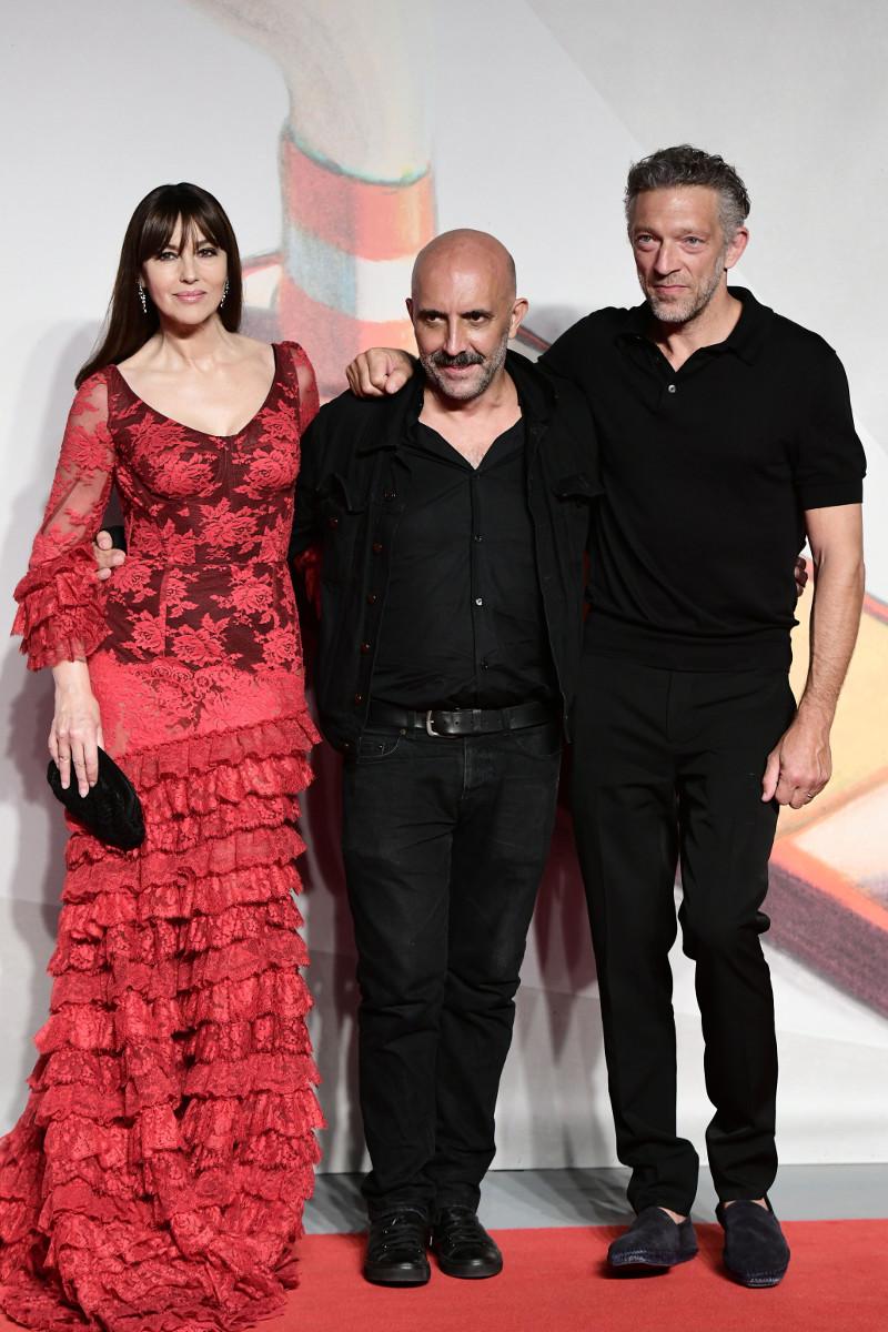 Μόνικα Μπελούτσι Φεστιβάλ Βενετίας 2019 κόκκινο φόρεμα με διαφάνειες Βινσάντ Κασέλ