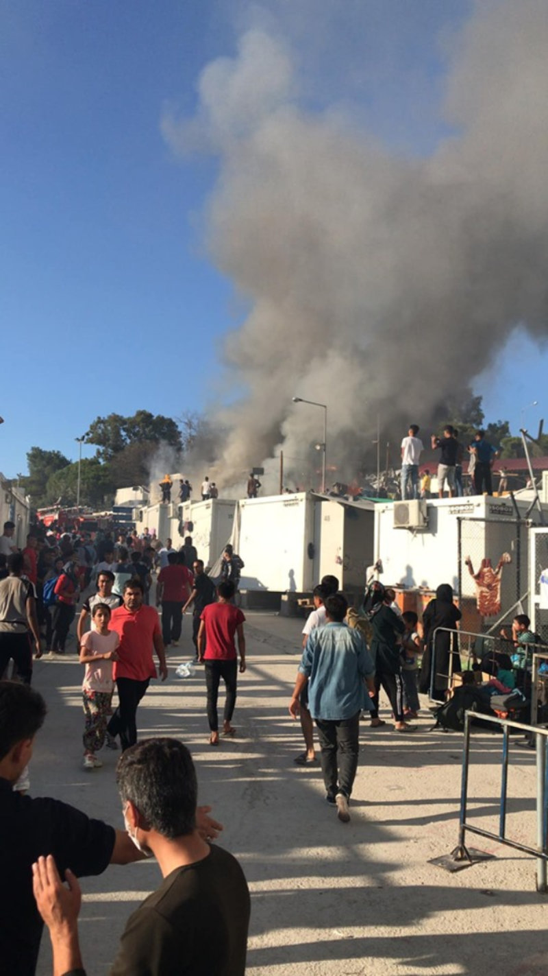 Μόρια: Απανθρακώθηκαν μάνα και παιδί -Πέντε τραυματίες, έκρυθμη η κατάσταση