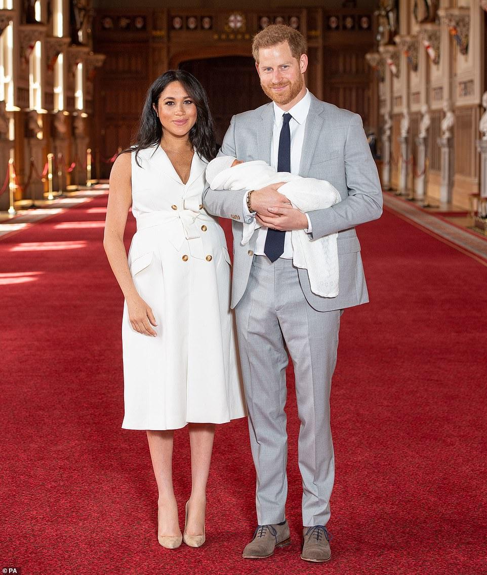 Μέγκαν Μαρκλ & πρίγκιπας Χάρι με το μωρό στα χέρια