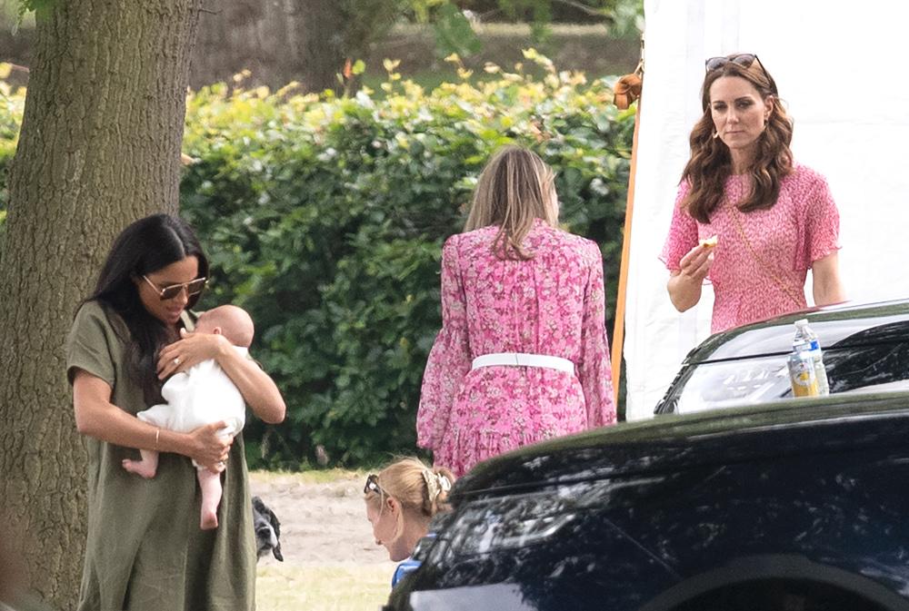 Η Μέγκαν Μαρκλ με το μωρό στην αγκαλιά της