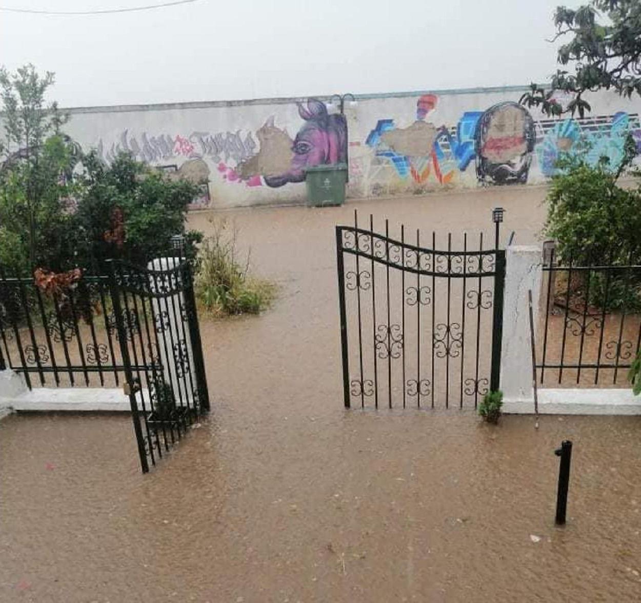 Πλημμύρες έξω από σπίτι στην Χαλκιδική