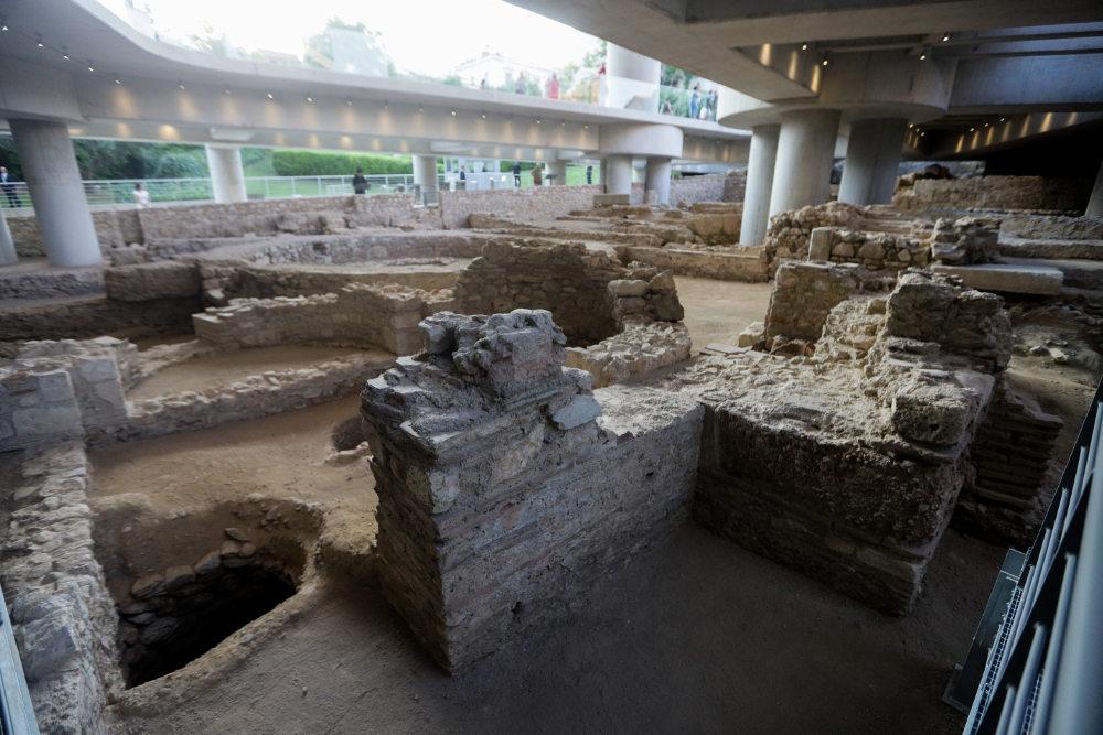 Πρόκειται για ανασκαμμένη έκταση 4.000 τ.μ. με σπίτια, εργαστήρια, λουτρά και δρόμους μιας αρχαίας αθηναϊκής γειτονιάς