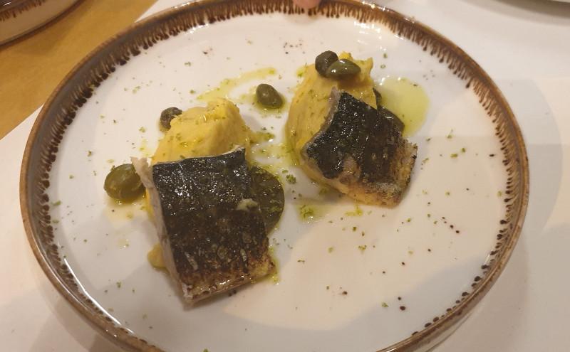 Μπακαλιάρο τεμπούρα με σκορδαλιά αμύγδαλου και γλιστρίδα seawolf