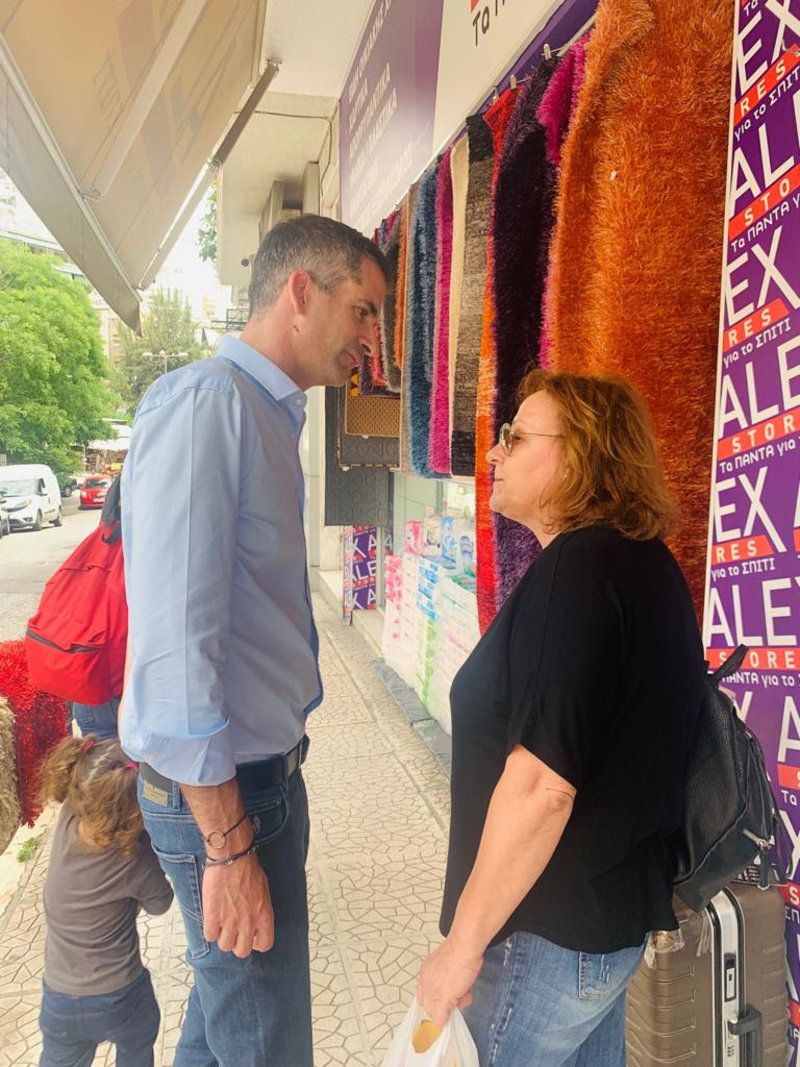 Ο υποψήφιος δήμαρχος Αθηναίων συζήτησε με κατοίκους και εργαζόμενους της πόλης