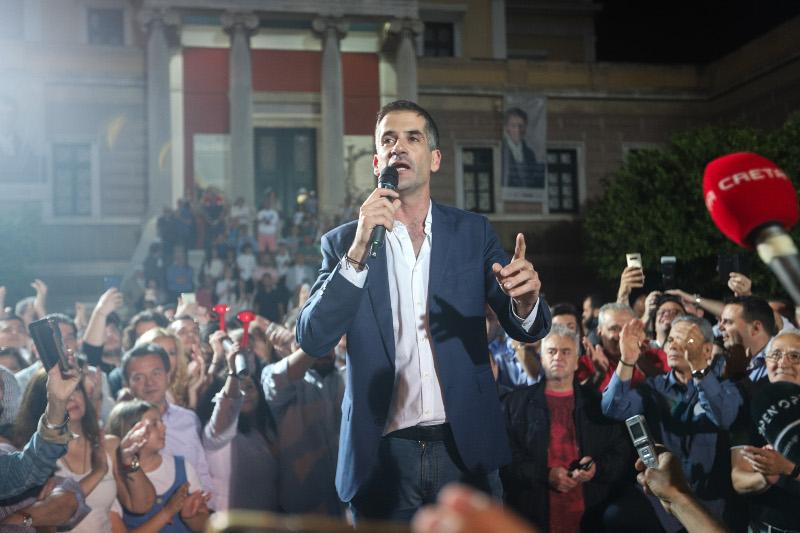 Ο Κώστας Μπακογιάννης μετά τη νίκη του στις εκλογές