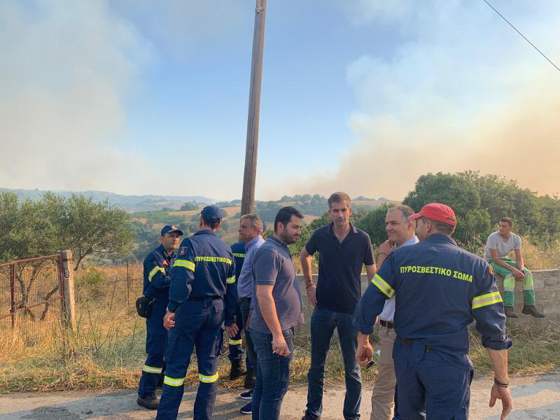 O Κώστας Μπακογιάννης παρακολουθεί τις εξελίξεις για τη φωτιά στην Εύβοια
