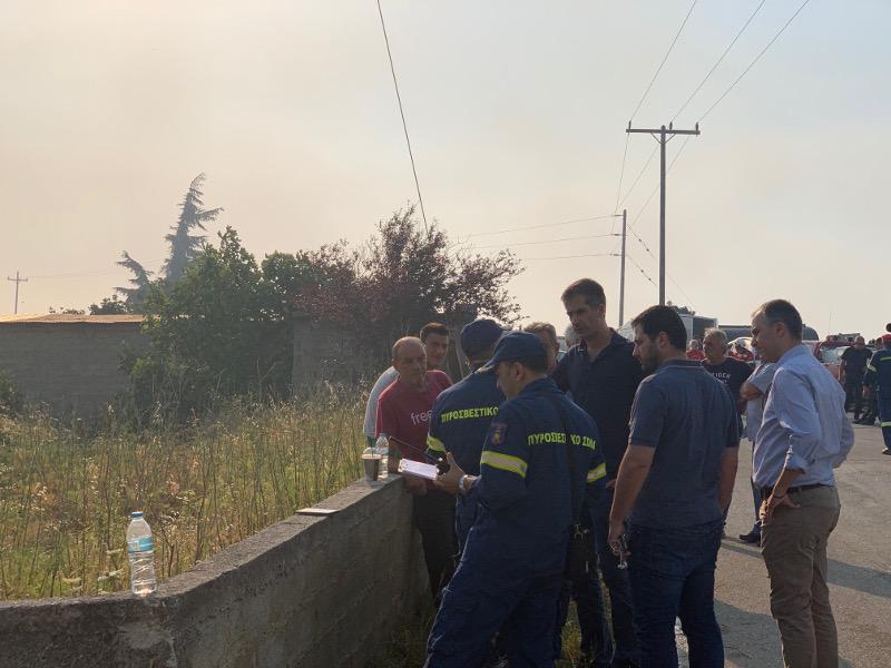 Στην Εύβοια ο Κώστας Μπακογιάννης για τη μεγάλη φωτιά που ξέσπασε