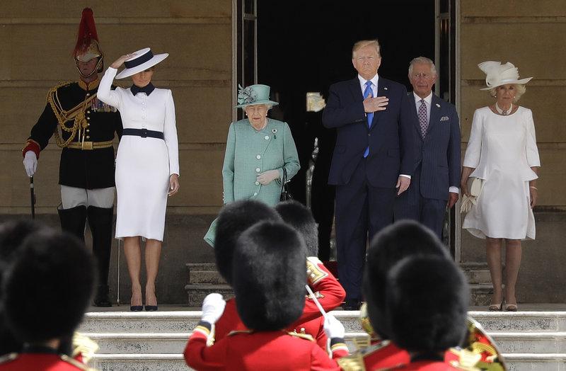 Μελάνια Τραμπ βασίλισσα Ελισάβετ Ντόναλντ Τραμπ στο Μπάκιγχαμ
