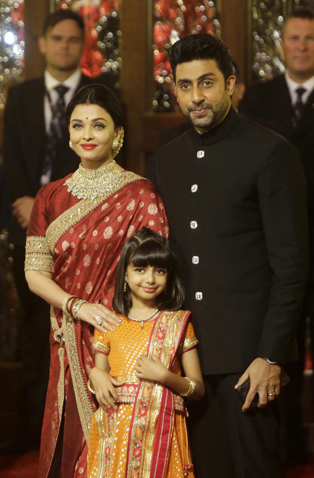Η οικογένεια Μπατσάν, εδώ από τον γάμο του ζευγαριού, διαγνώστηκε στο σύνολό της με κορωνοϊό