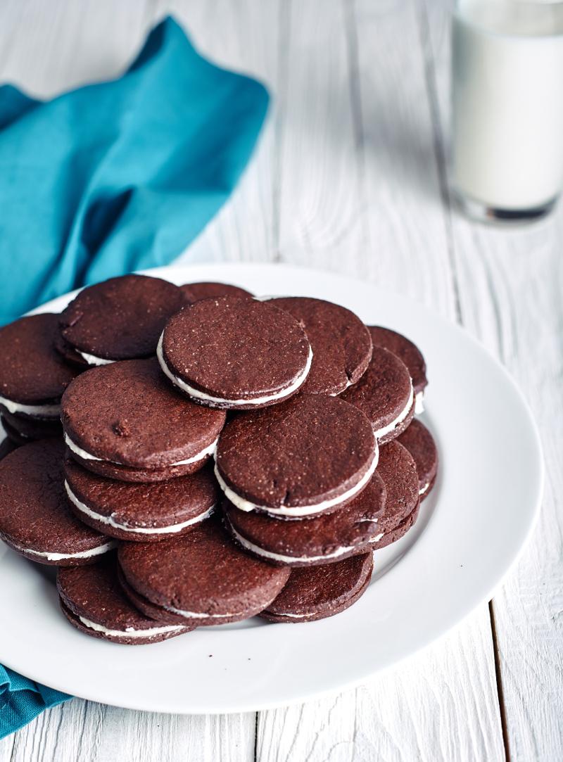 Πιάτο με σπιτικά μπισκότα Oreo Συνταγή