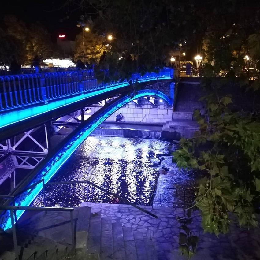 μπλε φως γεφυρα